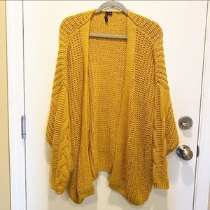 Moon & Madison cable knit cardigan